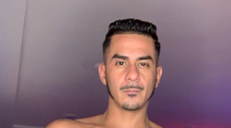 Cesar Xes in Stoned & Boned